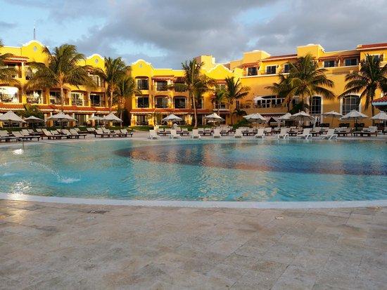 Secrets Capri Riviera Cancun: Beautiful sunrise 6/10/2014