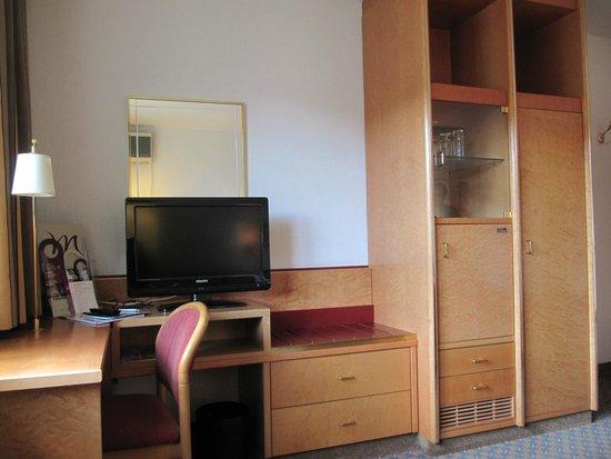 Mercure Hotel Koeln City Friesenstrasse: The Desk