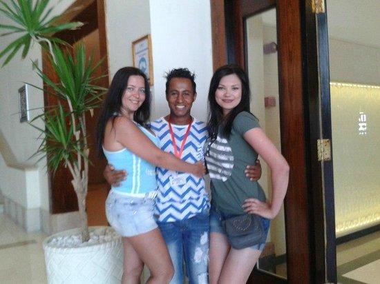 Sunrise Diamond Beach Resort: Вход в ресторан я, Омарчик и Катюша