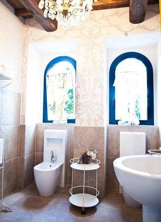 La Gabelletta : Il bagno della camera deluxe Lustezia