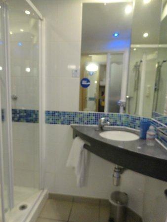 Holiday Inn Express Dublin Airport: Bathroom
