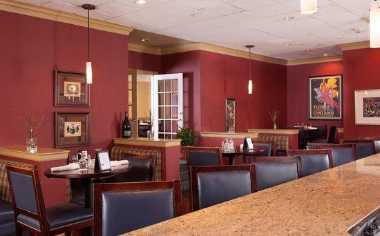 North Charleston Marriott: Monikers Bar and Lounge