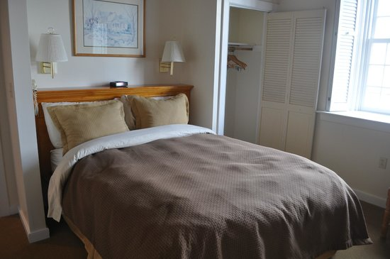 Newport Bay Club & Hotel: Bed Room