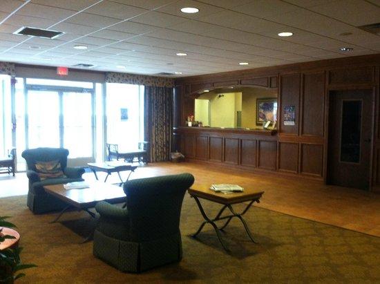 Red Roof Inn & Suites DeKalb: Lobby
