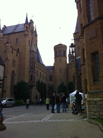 Burg Hohenzollern: Schloss courtyard