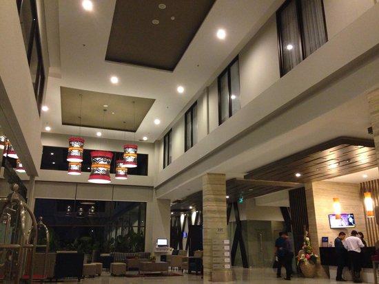 Mercure Palu: The lobby