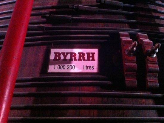 Caves Byrrh : La plus grande cuve