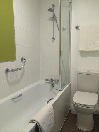 The St George Hotel: New Bathroom