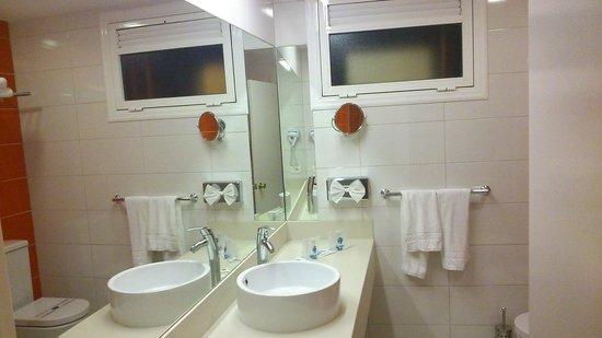 Hotel Eugenia Victoria: Baño Reformado Junio 2014