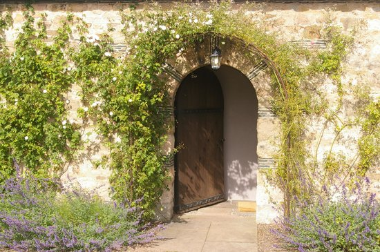 Greywalls Hotel & Chez Roux: Entrance to the cottage
