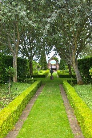 Greywalls Hotel & Chez Roux: Part of the garden