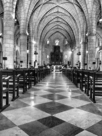 Cathédrale Notre-Dame de l'Incarnation : Inside