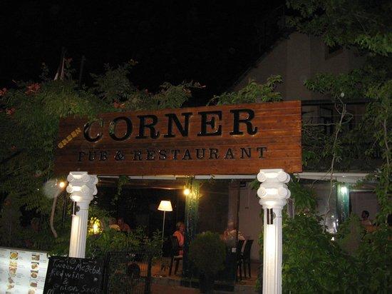 Corner Restaurant & Pub: corner