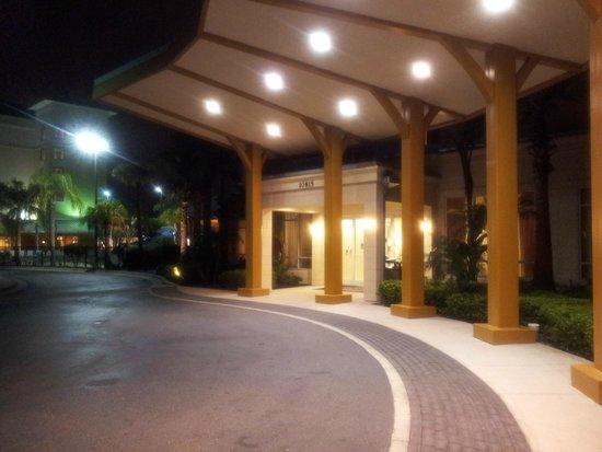 Fairfield Inn & Suites by Marriott Orlando at SeaWorld : Entrada do Hotel