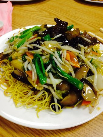 Wing kee hong kong style cafe: Deep Fried Noodles with Vegetables... Delicious!