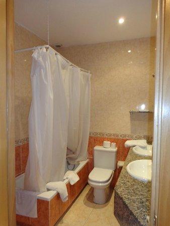 Hotel Piccadilly: Bathroom 1