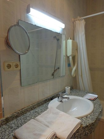 Hotel Piccadilly: Bathroom 2