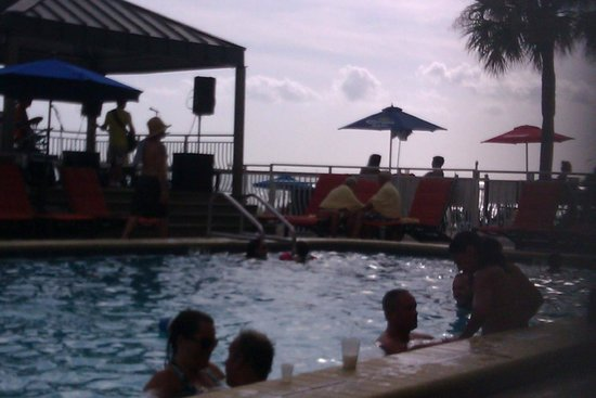 Quality Hotel On the Beach: Pool area was not my favorite