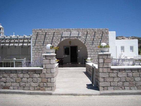 To Petrino : Entrance
