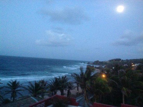 روند هاوس: The June full moon from Room 4