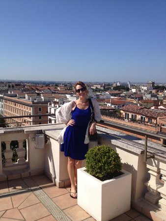 Rome Marriott Grand Hotel Flora: Rooftop view for breakfast.