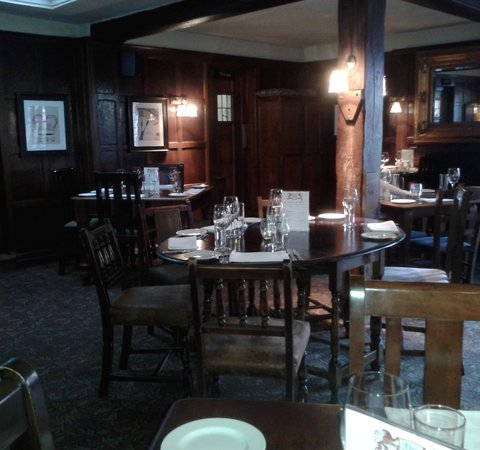 The Lion at Buckden : Restaurant layout at The Lion