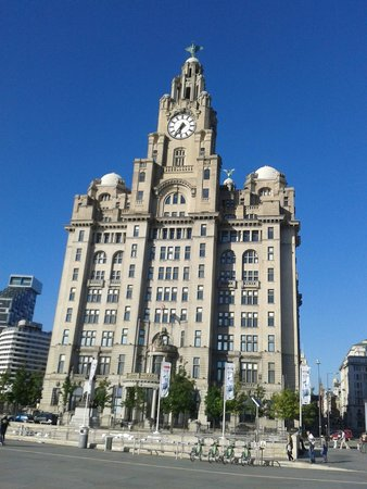 Z Hotel Liverpool: What else but the famous Liver Building