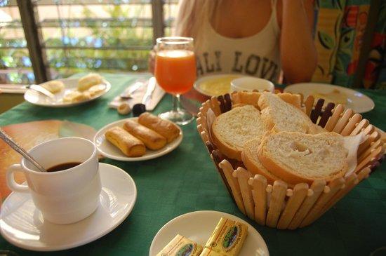Hostal Omar Esquerra: Breakfast