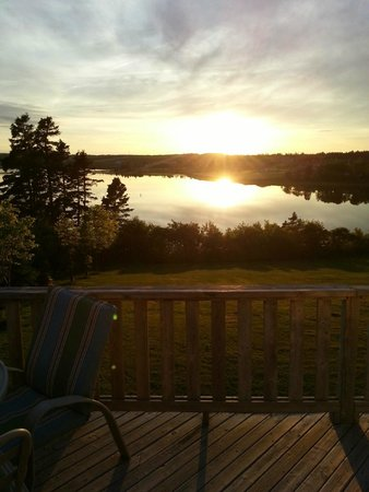 Seawinds Cottages : Views from the cozy deck