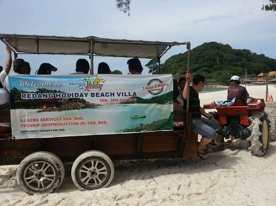 Redang Holiday Beach Villa : Truck taking you to the resort