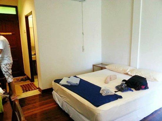 Redang Holiday Beach Villa: The awful room