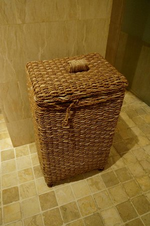 The Club Villas: laundry basket
