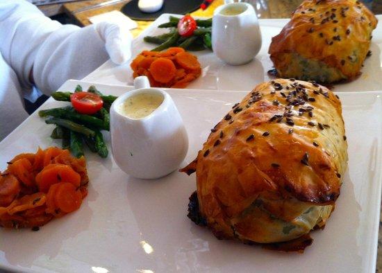 La Coccinelle : Koulibiac de saumon et son beurre citronné