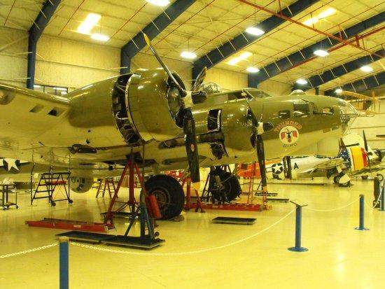 Lone Star Flight Museum : B-17 Maintenance