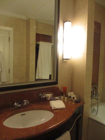 Corinthia Hotel Budapest : salle bain