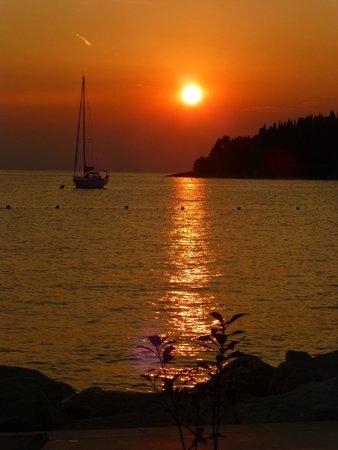 Hotel Eden: sunset at the beach