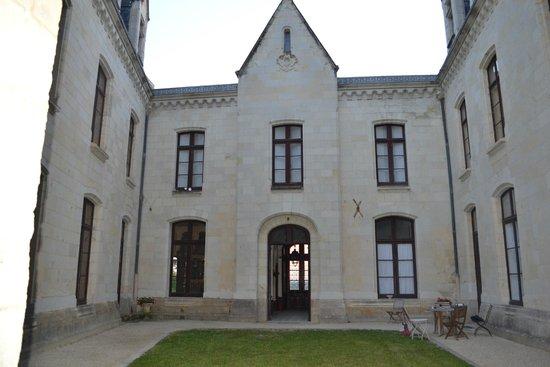 Chateau de Ternay : Cour intérieure