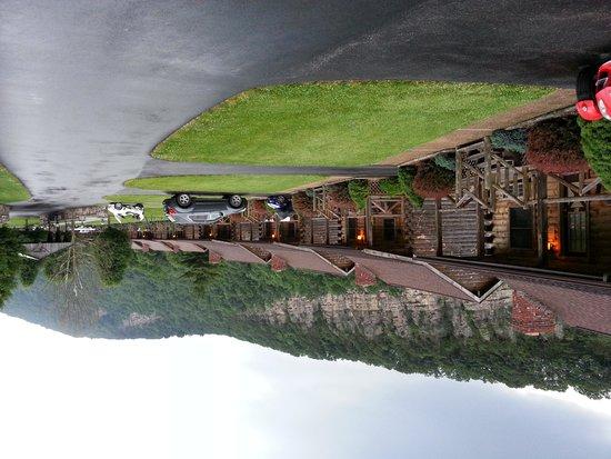 Smoke Hole Caverns & Log Cabin Resort: Cabins