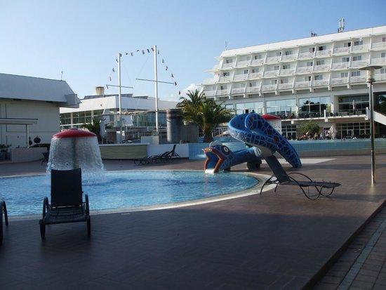 Olympia Hotel : espace piscine