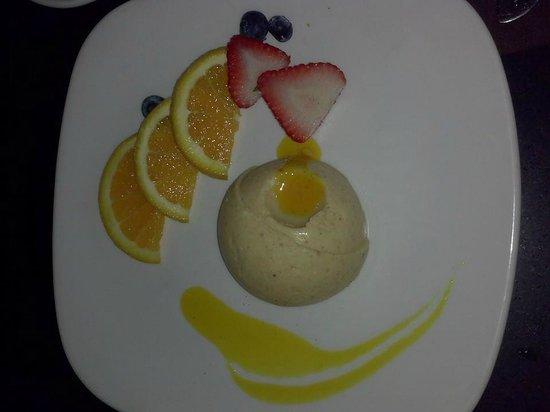 Manchebo Beach Resort & Spa : My favorite Mango cheesecake!!!