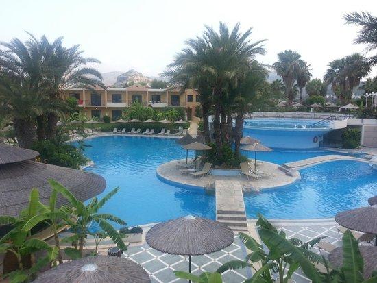 Atrium Palace Thalasso Spa Resort & Villas : Pool area