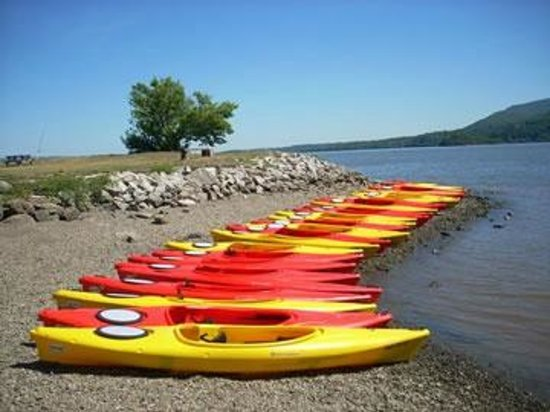 Cornwall on Hudson, État de New York : Our fleet of kayaks ready to launch!