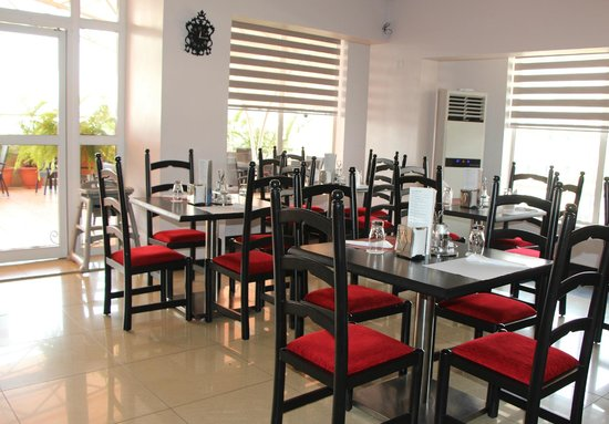 The Charcoal Grill Restaurant & Coffee Lounge: Main dining Room