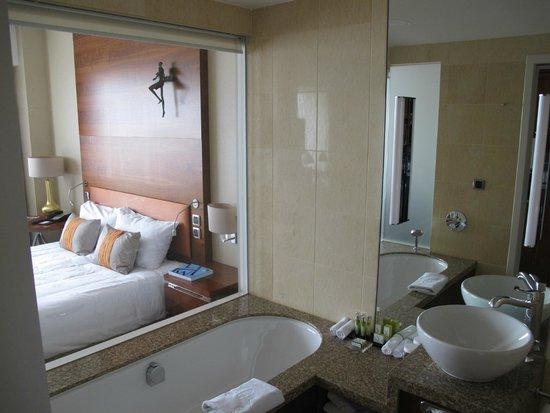 Hotel Okura Amsterdam: El baño