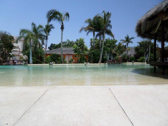 Maspalomas Princess Hotel: Pool during the day