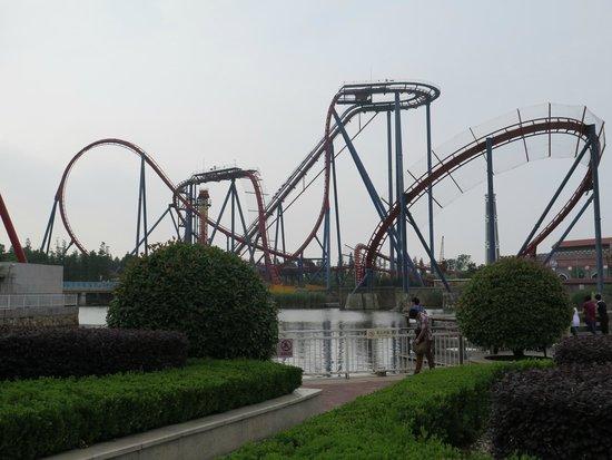 Valle Feliz (Happy Valley) de Shanghai: Diving coaster, 60 m heigh