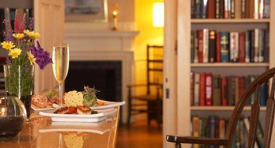 Mooncussers Tavern Inn & Restaurant: Setting