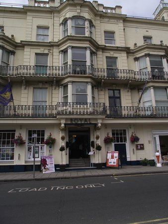 Royal Hotel Scarborough: Hotel from front view