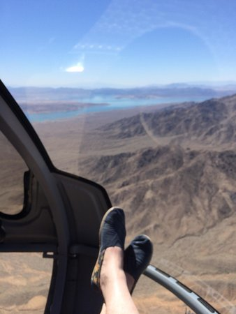 Sundance Helicopters : Feet up.