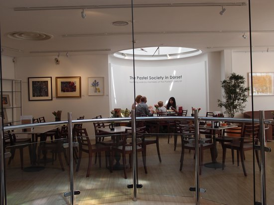 Russell-Cotes Art Gallery & Museum: The roomy dining room